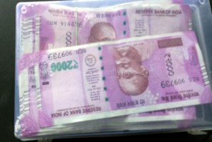 800x535jhansi_caught_in_the_vehicle_checking_of_over_250_lakh_new_currency_police_confiscated